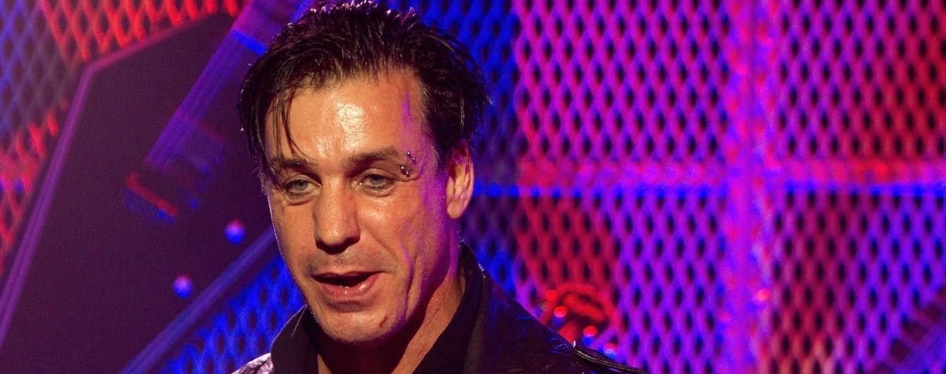 Лідер Rammstein Ліндеманн зламав щелепу фанату, який образив його подругу