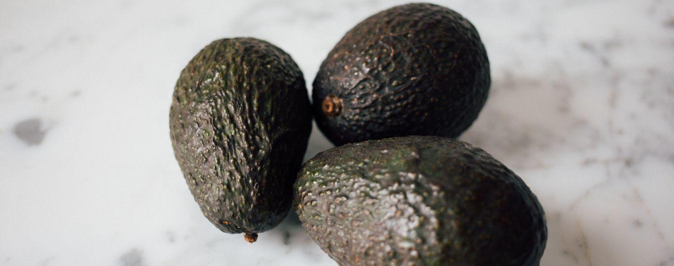 В Ізраїлі чоловік видав авокадо за гранату і пограбував два банки