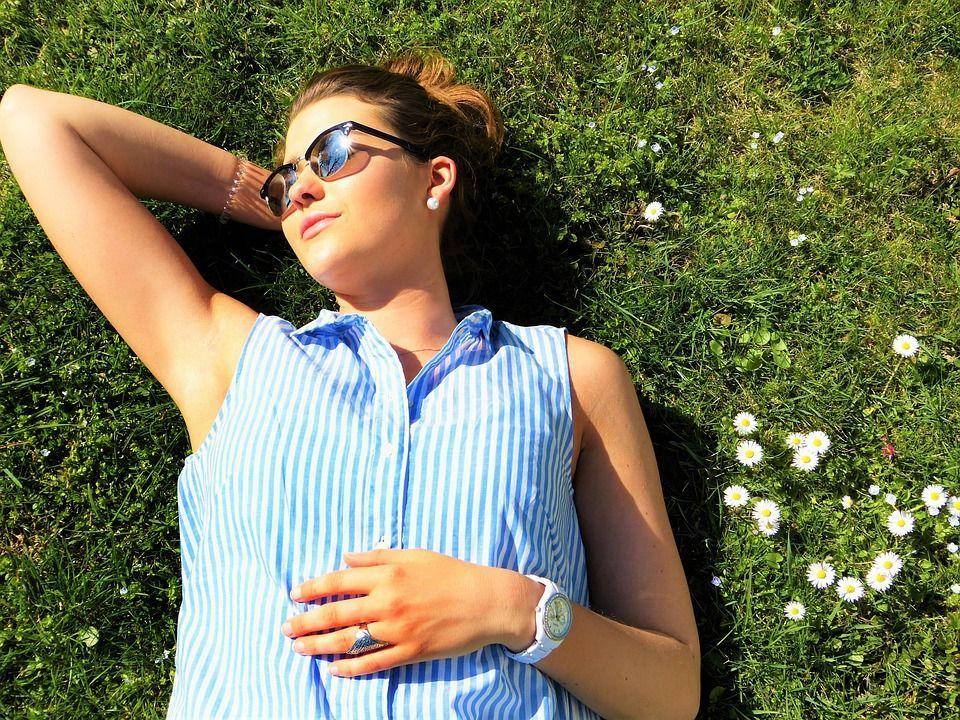 Літо, сонце, дівчина