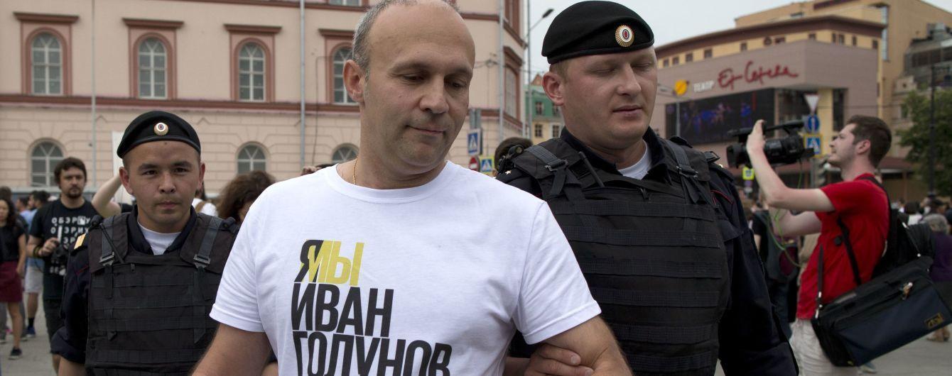 Марш в поддержку Голунова в Москве: полиция задержала около 100 человек, среди которых журналисты и Навальный