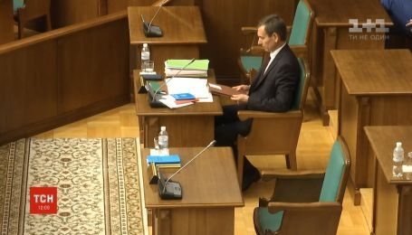 13 июня КСУ продолжит решать, законный ли указ Зеленского о роспуске парламента