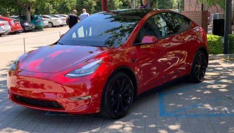 Tesla приближается к Украине. Компания открыла новый сервисный центр
