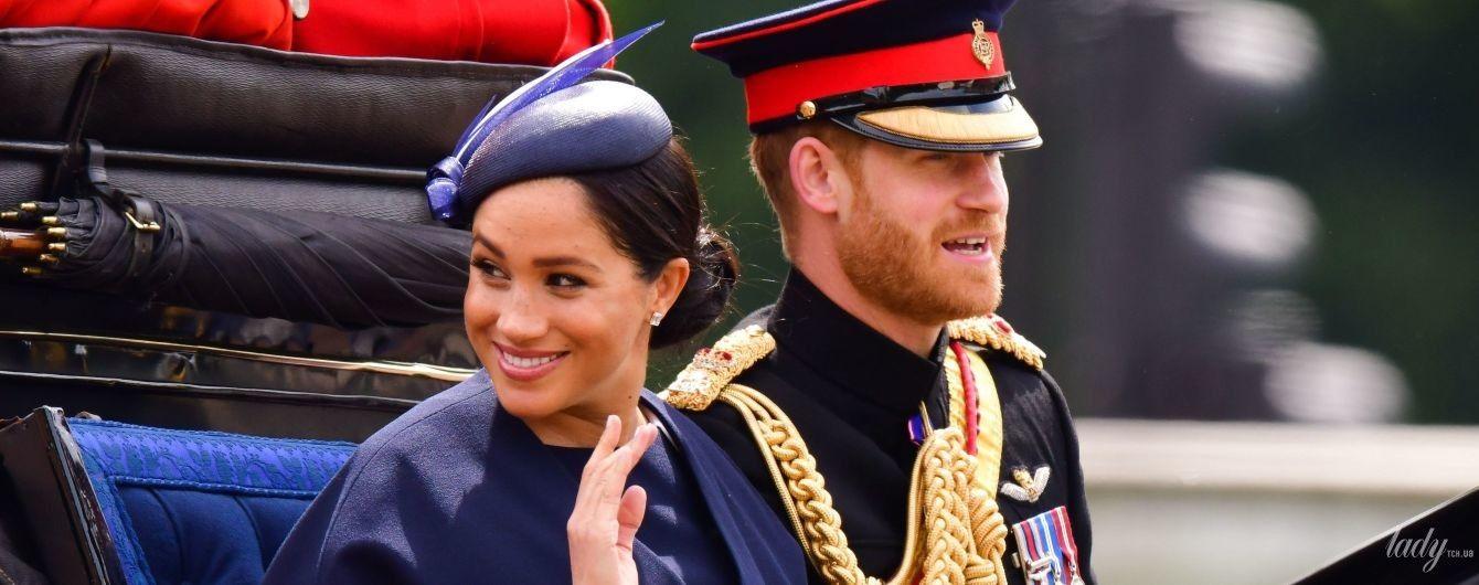 Это не подарок за сына: стало известно, по какому поводу принц Гарри преподнес герцогине Меган новое кольцо