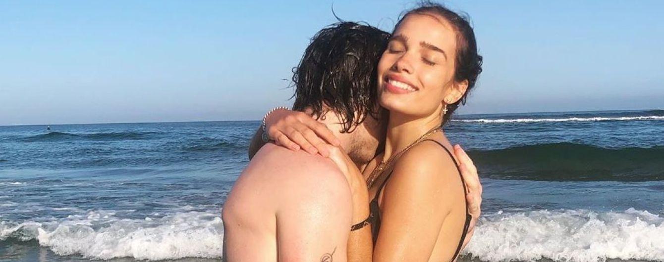В бікіні і обіймах Бекхема: Гана Крос поділилася пляжним знімком