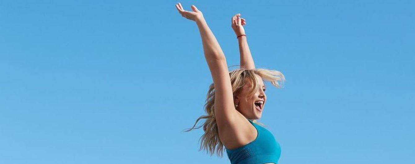 В коротком топе и лосинах: спортивная Кейт Хадсон показала свою послеродовую форму