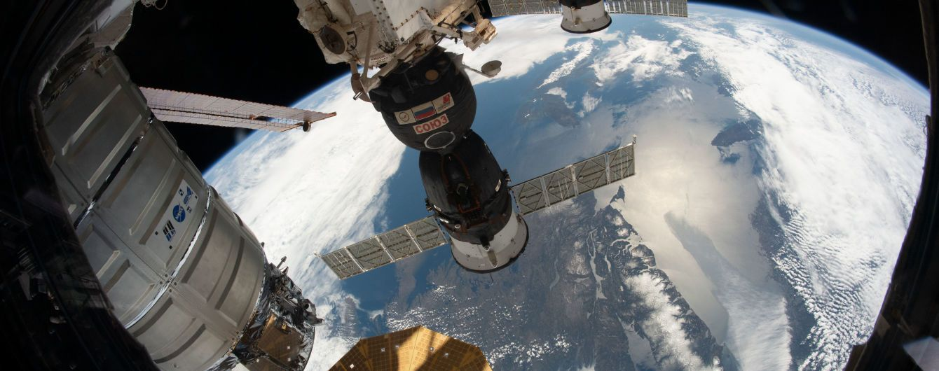 """Роскосмос не смог состыковать с МКС корабль """"Союз"""" с роботом на борту"""