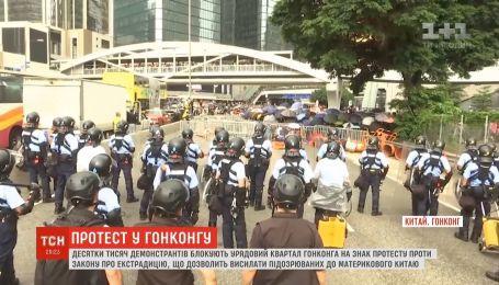 Протесты против закона об экстрадиции стали крупнейшими с момента возвращения Гонконга в Китай