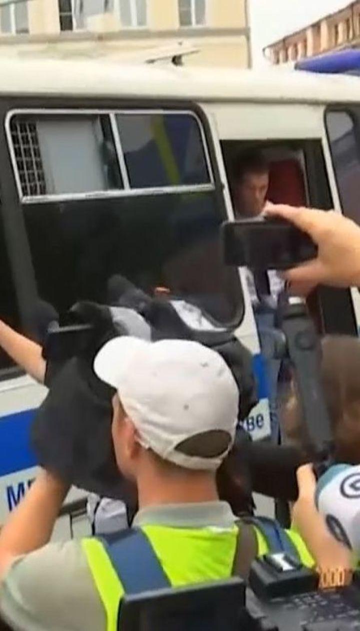 Полиция задействовала поливочные машины и дубинки против участников марша в поддержку Голунова