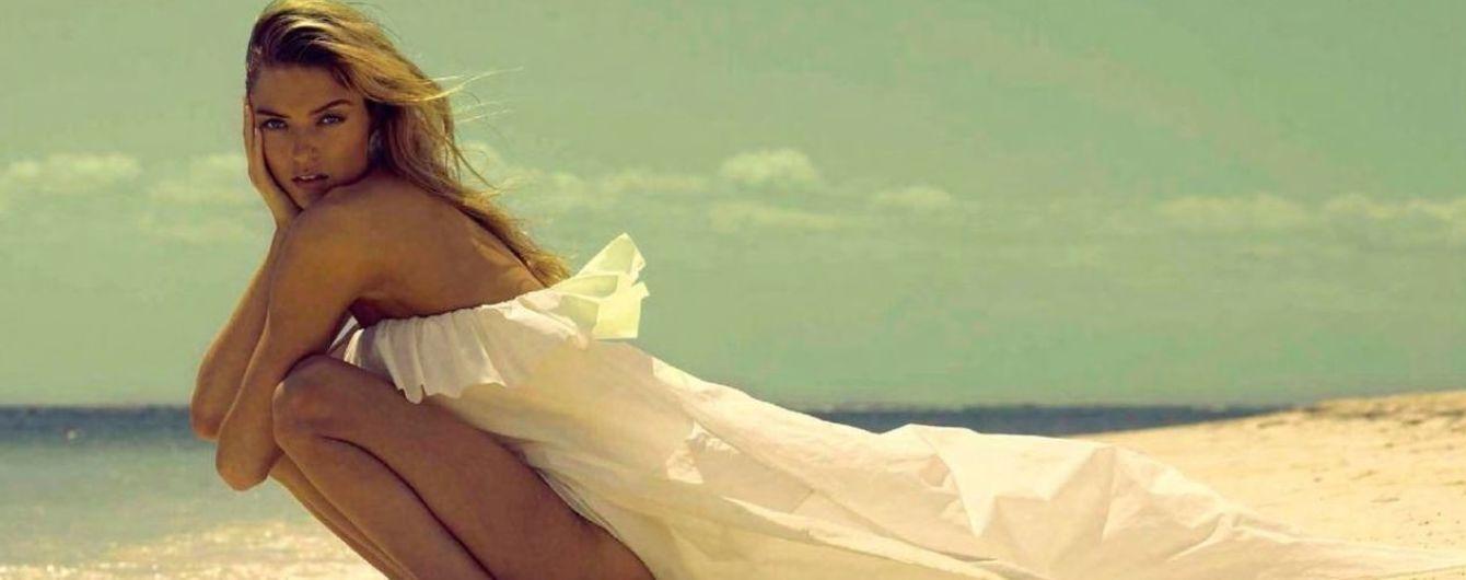"""Позировала топлес: """"ангел"""" Марта Хант в новом пляжном фотосете"""