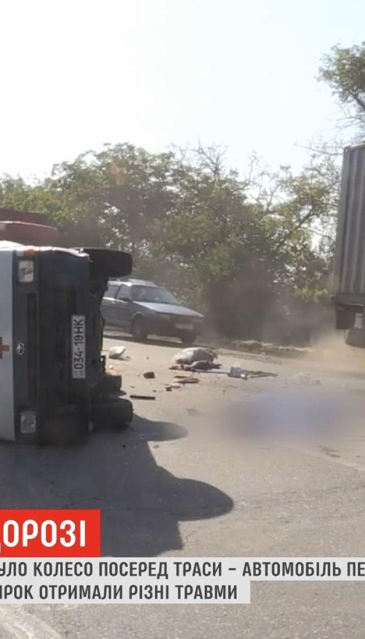 Под Николаевом перевернулся санитарный микроавтобус: водитель погиб, четверо пассажиров в больнице