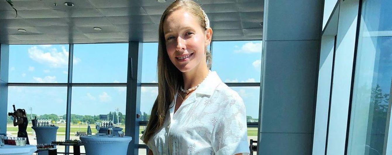 В белом платье и кедах: Катя Осадчая продемонстрировала стильный аутфит