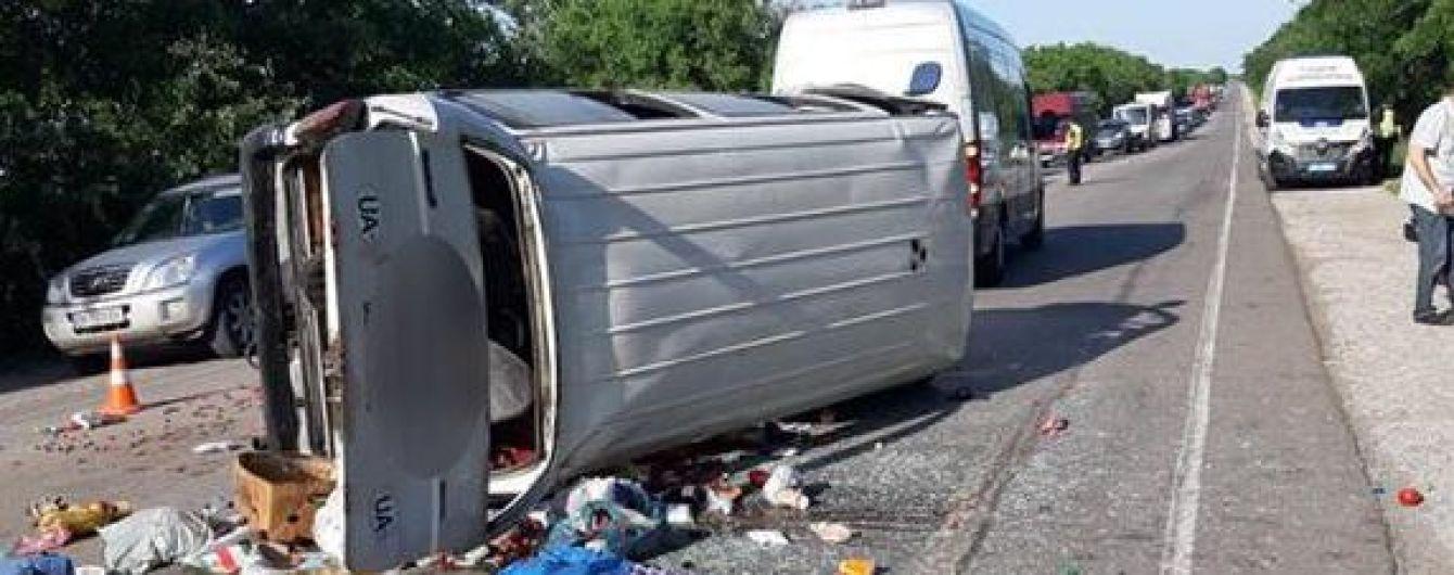 Под Николаевом перевернулся санитарный автобус. Есть погибшие