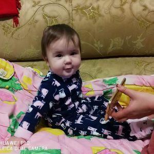 Однолетняя Каринка борется с тяжелой формой лейкоза