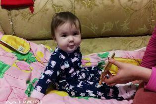 Однорічна Карінка бореться з важкою формою лейкозу