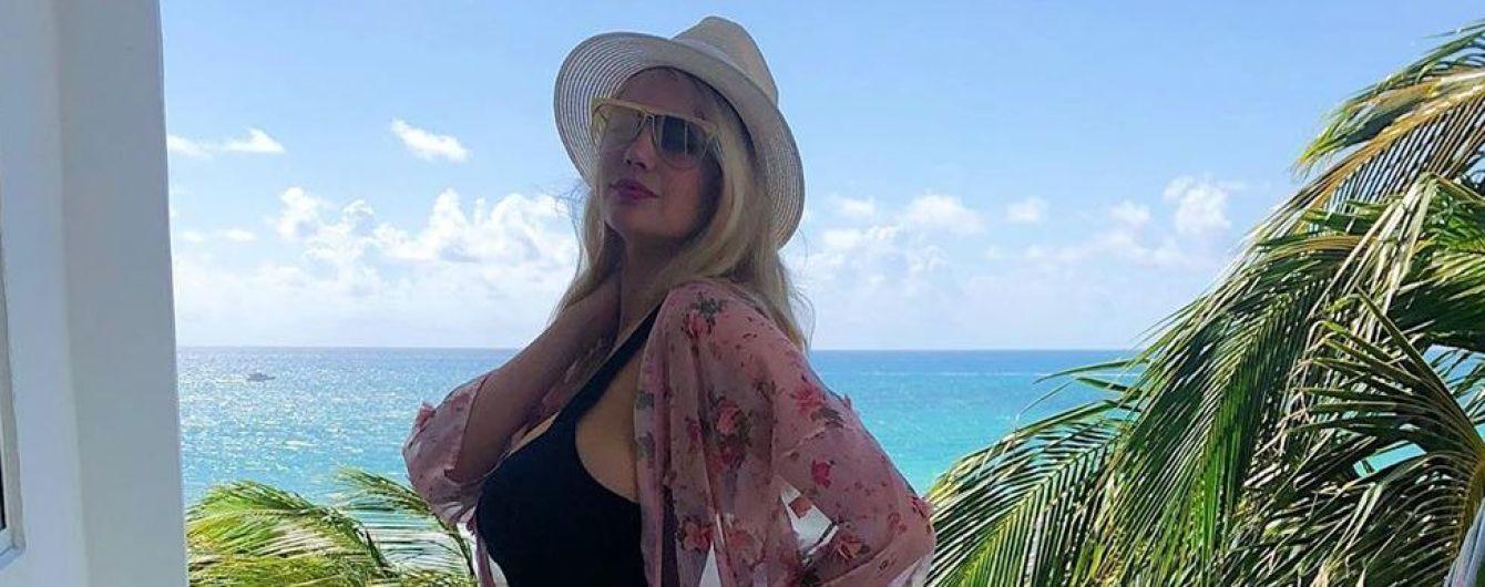 В красном бикини, мини-шортах и с шампанским: Кейт Аптон отпраздновала 27-летие
