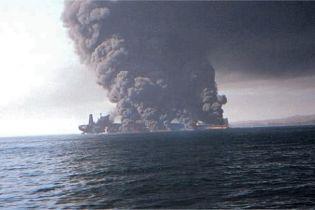 В Оманській затоці атакували два нафтові танкери. ЗМІ повідомляють про вибухи