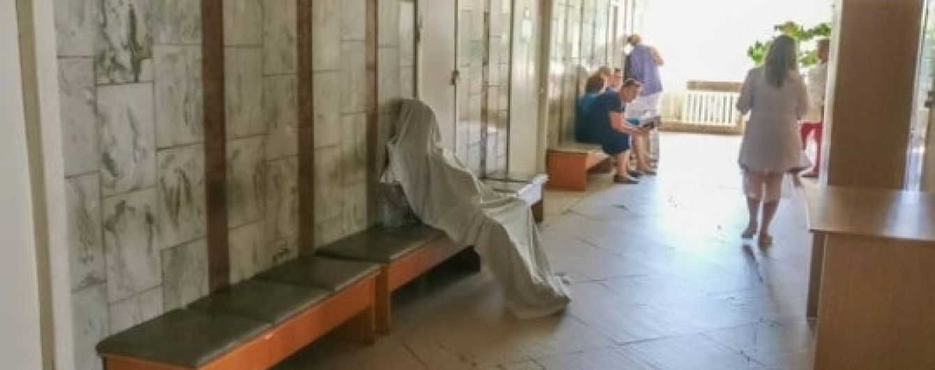 В столичном медучреждении в очереди к врачу умерла женщина