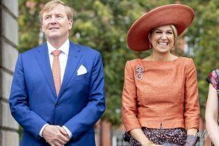 Любит шляпы и украшения: новый выход королевы Максимы