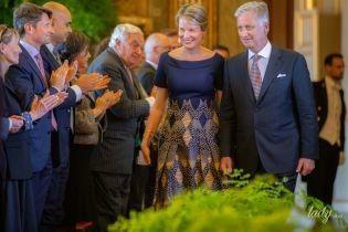 """В платье с вырезом """"лодочка"""": королева Матильда на светской церемонии"""