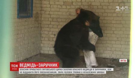 Владелец частного литовского цирка захватил в заложники собственного медведя