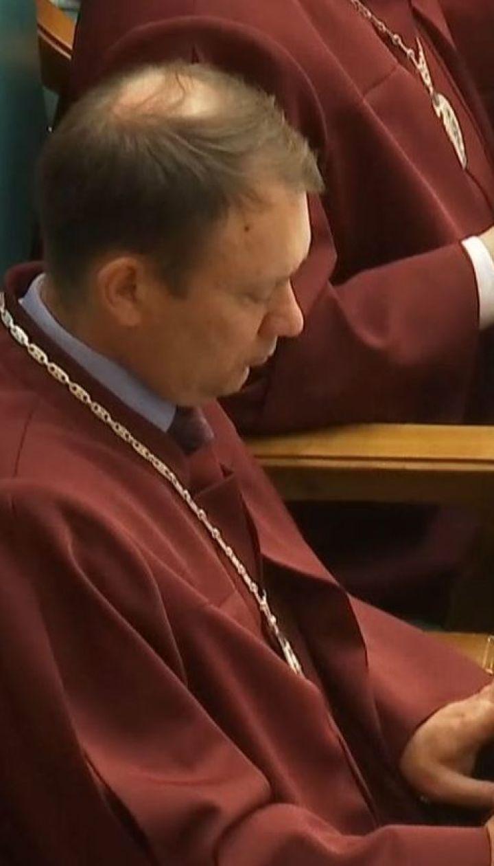 КСУ до сих пор решает, законно ли Зеленский распустил парламент