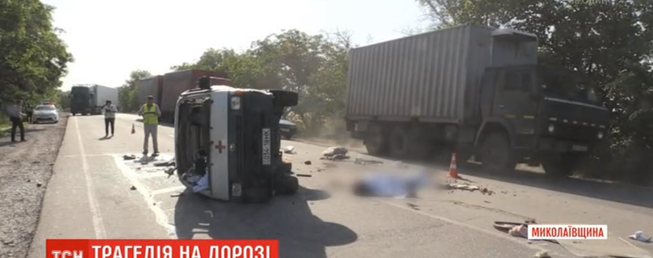 За фактом ДТП санітарного мікроавтобуса на Миколаївщині проведуть службове розслідування. Водій не узгоджував маршрут