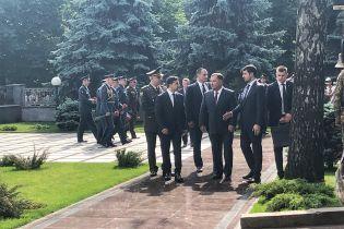 Зеленский приехал на церемонию чествования памяти погибших в катастрофе ИЛ-76 под Луганском