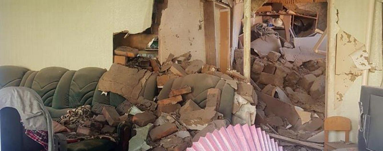 Террористы обстреляли жилой дом в Марьинке: четверо пострадавших, среди них пожилой мужчина и ребенок