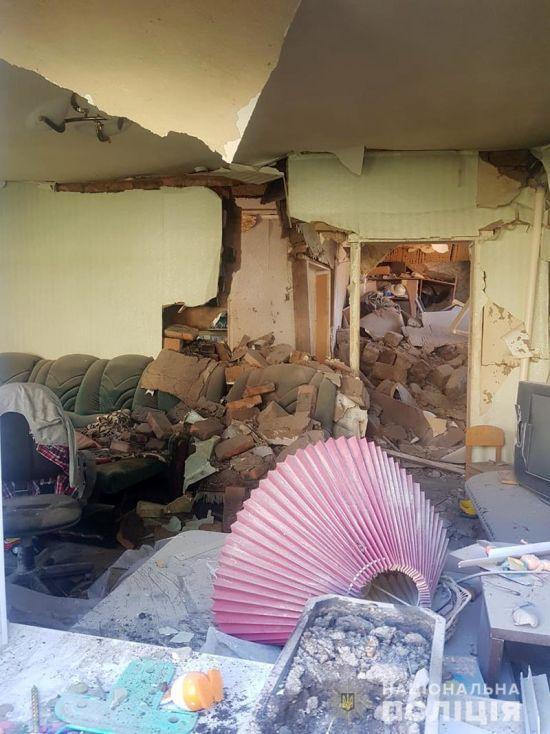 Терористи обстріляли житловий будинок у Мар'їнці: четверо постраждалих, серед них літній чоловік та дитина