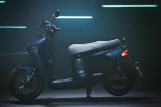 Yamaha создала электроскутер со сменными батареями