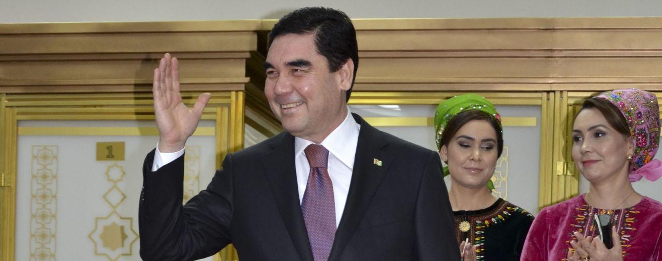 Президент Туркменістану телефоном привітав колегу. Раніше були чутки про смерть Бердимухамедова