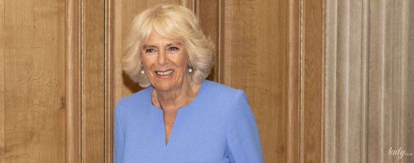 В ярком васильковом наряде: 71-летняя герцогиня Корнуольская на мероприятии в Виндзоре