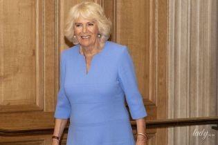 """В яскравому """"волошковому"""" вбранні: 71-річна герцогиня Корнуольська на заході у Віндзорі"""