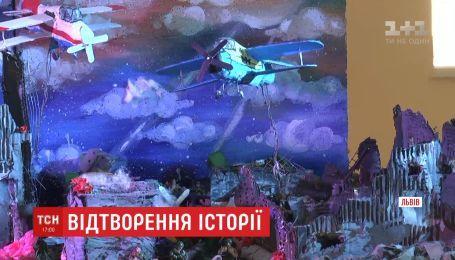 Львовские школьники подарили десантникам макет луганского аэропорта