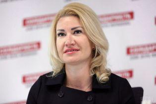 Скандальній голові  Васильківської райради оголосили підозру через побиття чоловіка та консьєржки