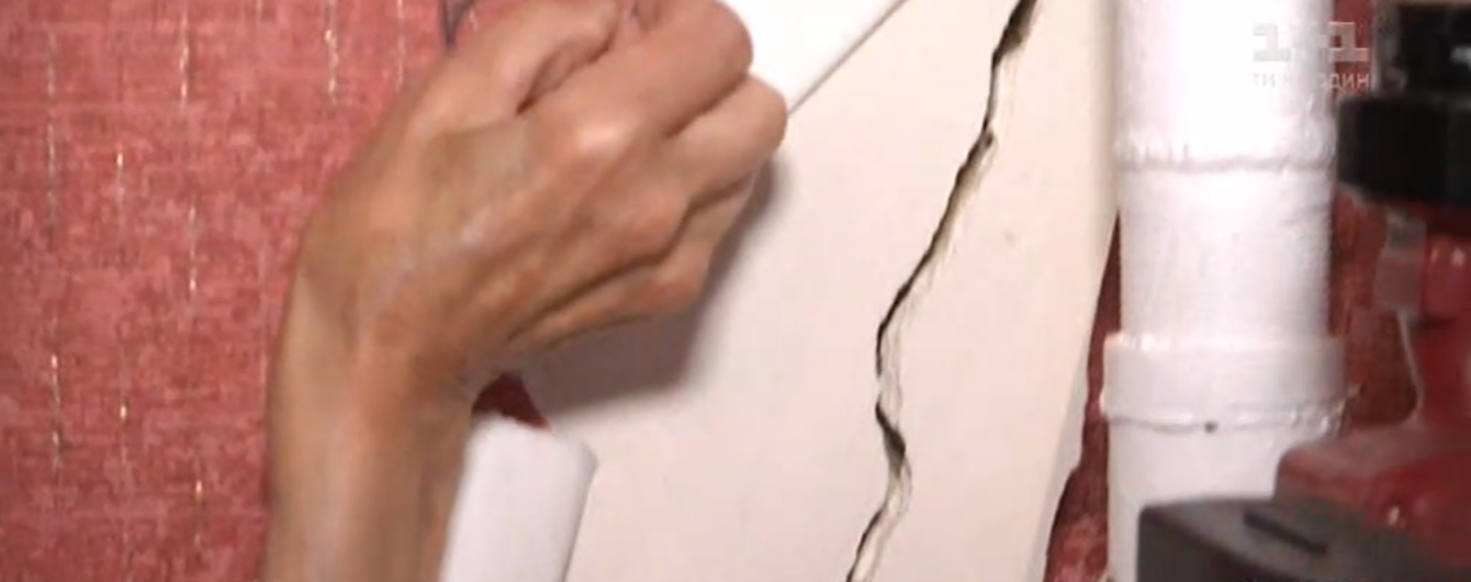 Трещины на фасаде и щели в стенах домов: на Винниччине люди страдают от маслозавода
