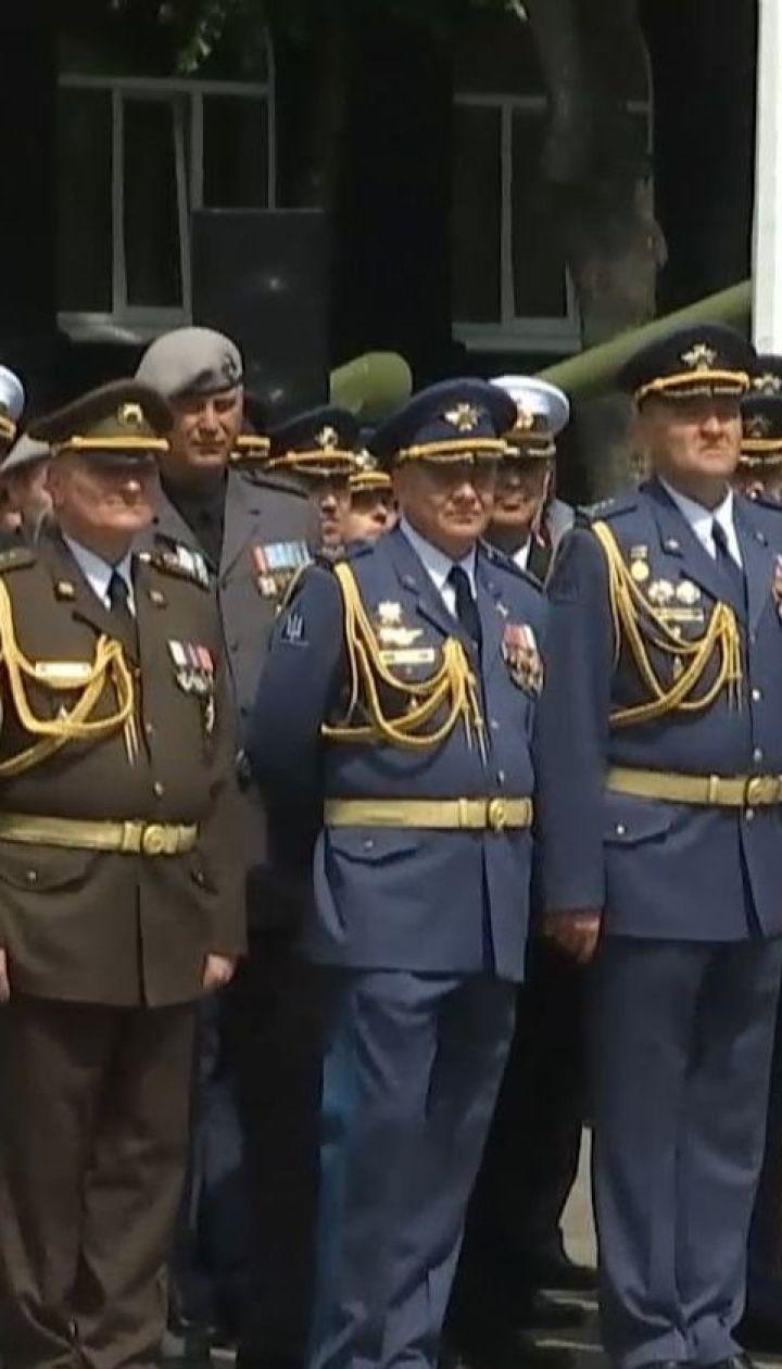Герой Украины, участники ООС, жены военных получили дипломы Национального университета обороны
