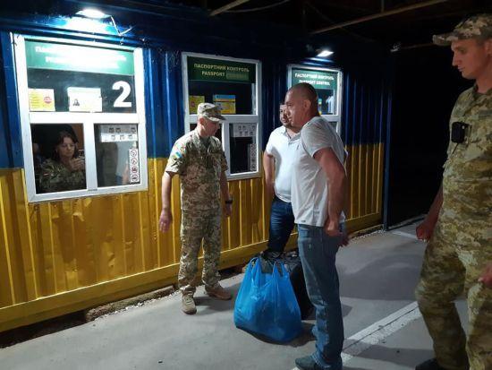 Звільнений в окупованому Криму капітан судна Віктор Новицький повернувся на вільну територію України