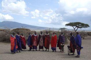 """""""Це наче покарання за те, що ми жінки"""": у Танзанії запровадили податок на перуки і нарощування волосся"""