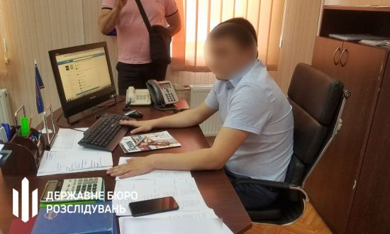 Топпосадовець фіскальної служби Херсонщини попався на хабарі у 20 тис. грн