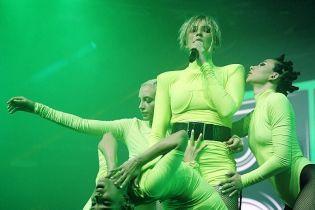 БДСМ-танцы, трюк на пилоне и без провокаций: как прошел концерт MARUV в Киеве