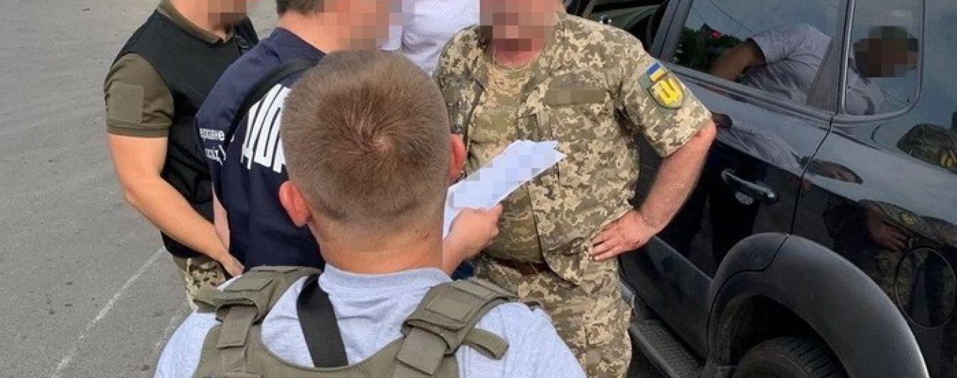 В Одессе поймали на систематическом взяточничестве заместителя военкома