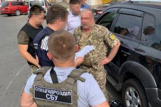 В Одесі впіймали на систематичному хабарництві заступника воєнкома