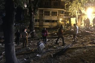 Киевляне сами должны чинить дома, которые пострадали от ночного взрыва