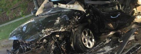 """""""Ужгородская Зайцева"""". На Закарпатье 21-летняя водитель Porsche Cayenne протаранила Ford, пострадавший - в реанимации"""