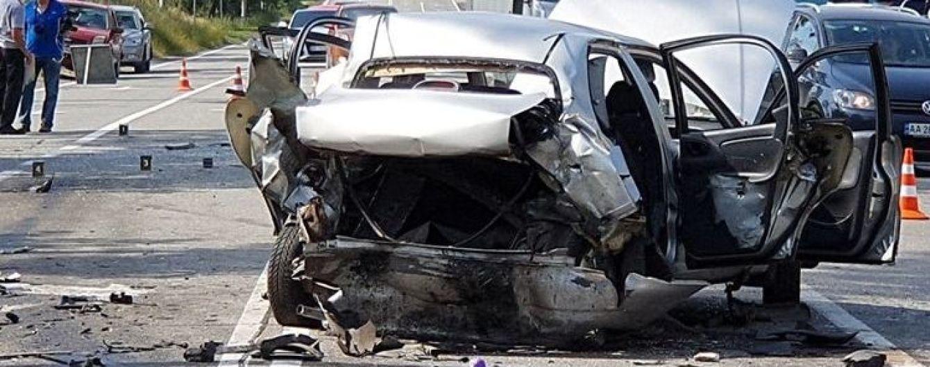 На окраине Киева Volkswagen на скорости врезался в Lanos: погибла девушка, ехавшая на свадьбу - СМИ