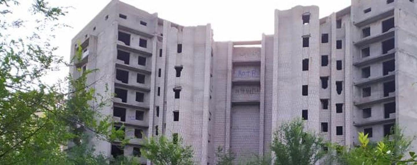 На Дніпропетровщині школярки впали з 9-го поверху недобудови: одна загинула, інша - на межі життя