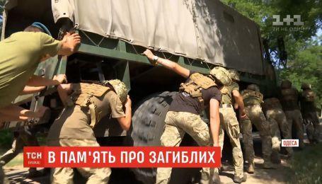 В одесской военной академии почтили память павших выпускников силовым забегом
