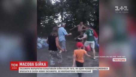 На Рівненщині люди влаштували масову бійку за місце у маршрутці