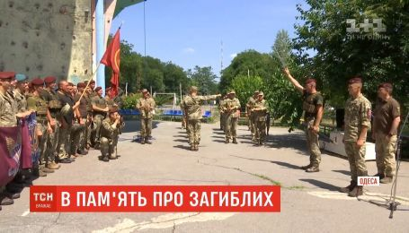 Новая традиция: военные провели марафон в память о погибших собратьях